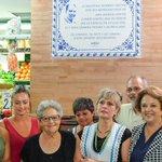 Fotonoticia | Homenaje al frutero Cristóbal Romero en el Mercado de Triana https://t.co/R8kDF2THiE #TDSActualidad https://t.co/eyMRzrEa3s