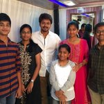 Latest picture of #Ilayathalapathy #VIJAY with dir @ARMurugadoss & his family friends! 👏 https://t.co/xlOGzp6jYm
