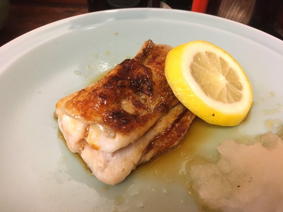 実は朝一瞬築地に。最高の朝飯でした。太刀魚の照り焼き物凄く記憶に残る味でした。うまいっ!刺身も…幸せ…