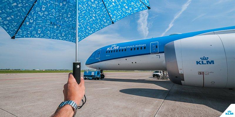 KLM paraplu. Ook te gebruiken als parasolletje.