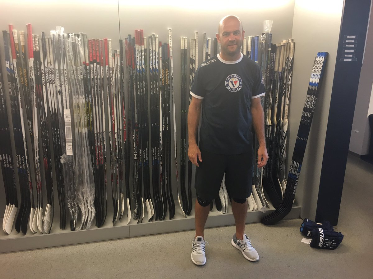 Jeff Taffe first time in #hcslovan locker room after long travel from Minneapolis. #VerniSlovanu @khl https://t.co/Nj3YFyVByR