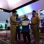 Piala Adipura, 2 Tukang Sapu di Banyuwangi Diberi Hadiah Umrah Gratis https://t.co/hp6H7POqdW https://t.co/YPaigm4rnn