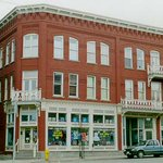 Ottawa house built in 1888 as a hotel on Cumberland This photo was taken in 1988 when it was restored #Tbay #history https://t.co/lXPW1kzfFj