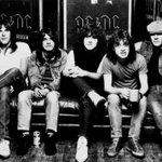 #BREVENOTAS: Hace 36 años se lanzó Back in Black de AC/DC, el tercer disco más vendido de la historia. https://t.co/ocErXPDVLU