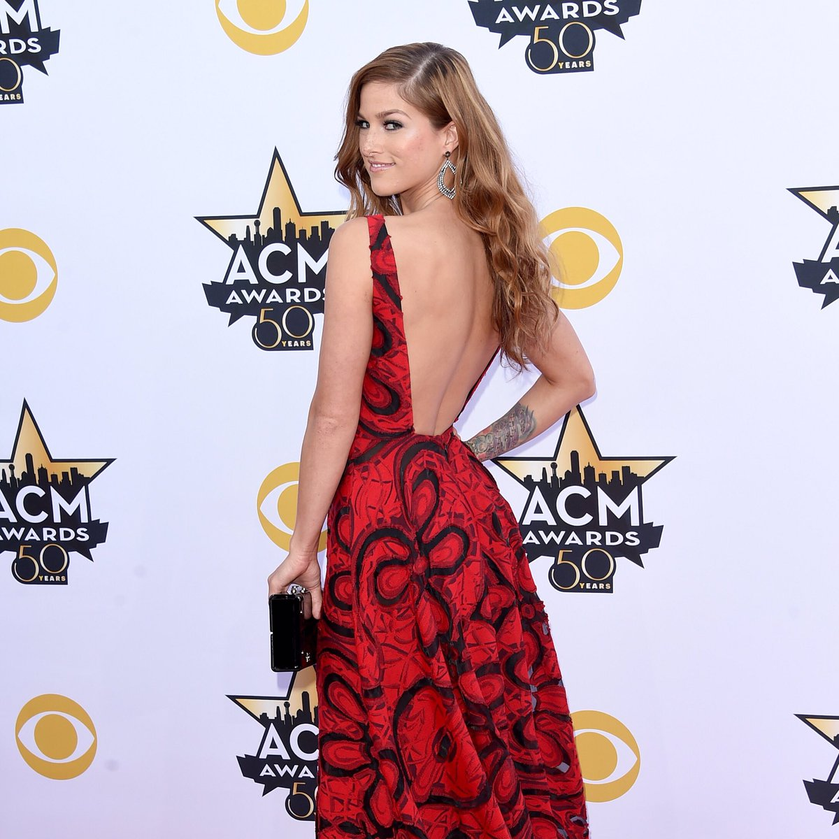 Who is listening to the #cassadeepopeshow on this Monday? @cassadeepope on all week from 10am-2pm! #gocountry105 https://t.co/wxelfk1d2Y