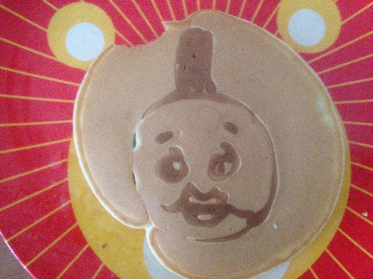 息子に「トーマスのパンケーキが食べたい」と言われ何とか作ったら、公家のパンケーキになってしまった。息…