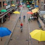 Paraplu's brengen sfeer in Oude Kijk in 't Jatstraat #Groningen https://t.co/w6dwCdyeEu https://t.co/LoJVmk1e7G