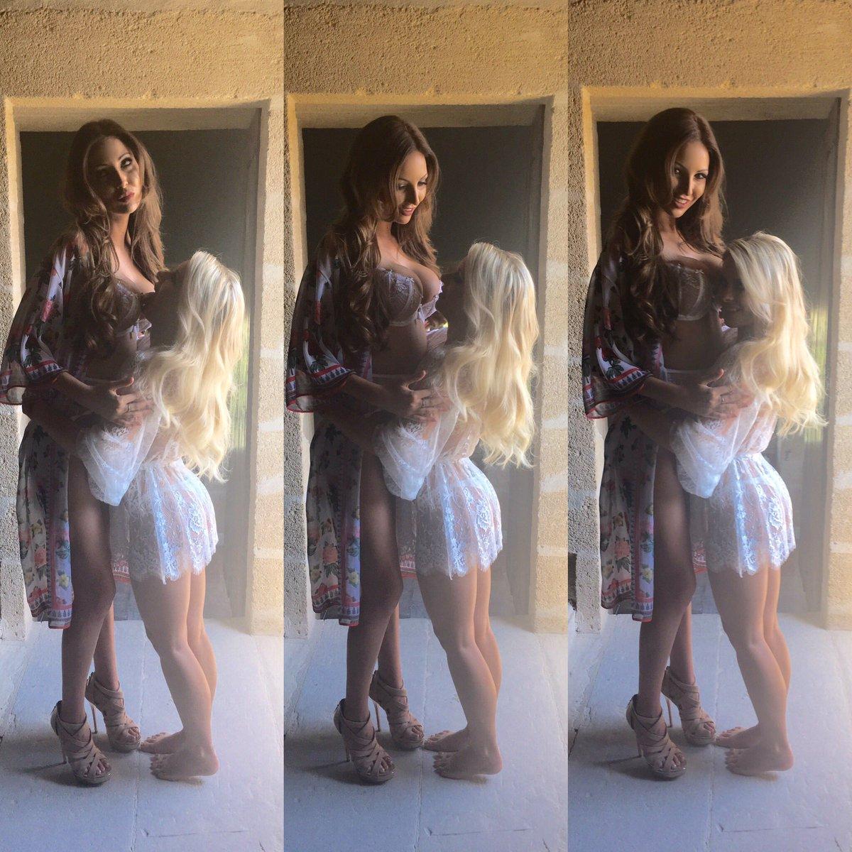 Every petite blonde needs a tall brunette 💜 BFkozNkvex