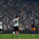 """.@Besiktas-Fans wollen @Mario_Gomez zum Bleiben bewegen: """"Unser König, komm zurück"""" #ComeBackMarioGomez #UCL https://t.co/YbDk9eBO9p"""