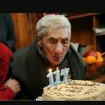 Don Celino que acaba de cumplir 120 años .debería seguir trabajando #CataEdwards ? https://t.co/yQ9KrtQqd5