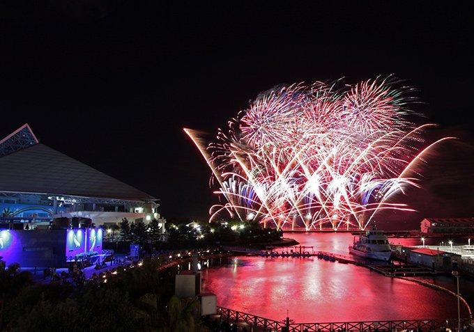 [開催中]夏の横浜・八景島シーパラダイス - 昼はウォーターアトラクション、夜は幻想的な水族館で癒し…