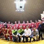 #FOTO: Gobernador @miguelmarquezm con la Selección Mexicana de Voleibol en su partido de despedida #RumboARio https://t.co/odsbSGcoy9