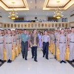 Selamat pagi.. Ini foto2 acara semalam saat pembekalan Calon Perwira Remaja Akademi TNI/Polri 2016 -Jkw https://t.co/BrJgDlhcTv