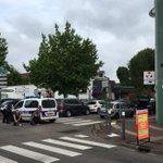 🔵 #ÚltimaHora Al menos un rehén muerto durante el asalto a una iglesia del norte de Francia https://t.co/wRyiNTPL4w https://t.co/6NdLeaum1A