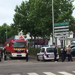 Захватившие заложников в церкви на севере Франции убиты. Погиб один из заложников https://t.co/nWFEtXGknW https://t.co/e6AZTB4zjr