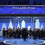 """""""Confío en Hillary para liderar a este país"""", dice Michelle Obama en Convención Demócrata https://t.co/8mDYXbErJW https://t.co/qGZOGTwdFN"""
