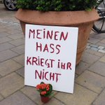 Das ist genau die richtige Einstellung! Bravo #Ansbach! Gesehen am Tatort des Selbsmordattentats vom 25. Juli. https://t.co/T9ymYKrStl