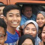 #AWANInews [VIRAL] Kumpulan pelajar gembira disapa Sultan Johor, diberi kejutan hidangan KFC https://t.co/3peW3hwNn0 https://t.co/9mxxt643L3