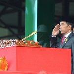 TNI dan Polri harus kompak. Upacara Prasetya Perwira TNI-Polri 2016 untuk 720 perwira, amat megah. Membanggakan -Jkw https://t.co/3CrX4cpJ4l