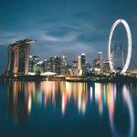 Singapore skyline, 9 min long exposure. https://t.co/TqLvIAXCmR
