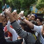 These fans clicked a selfie with @RanveerOfficial in #Bandra #Mumbai. Were you one of them? https://t.co/2VMRqpcA1f https://t.co/x8qJPZpWhJ