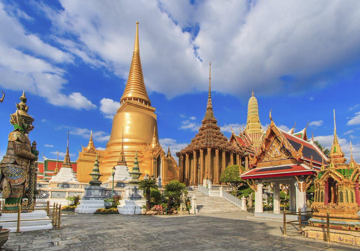 Win a foodie trip to Bangkok with @busabaeathai flying on @cathaypacificUK. Enter now: