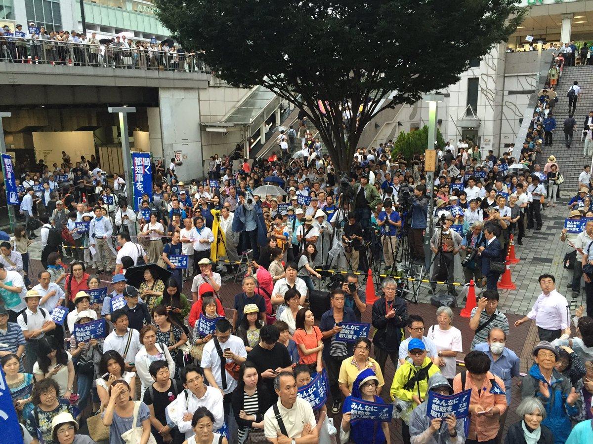 鳥越さんの応援演説会、今回も私は司会を担当しました! 沖縄から伊波洋一議員が参加!  男の子がずっと…