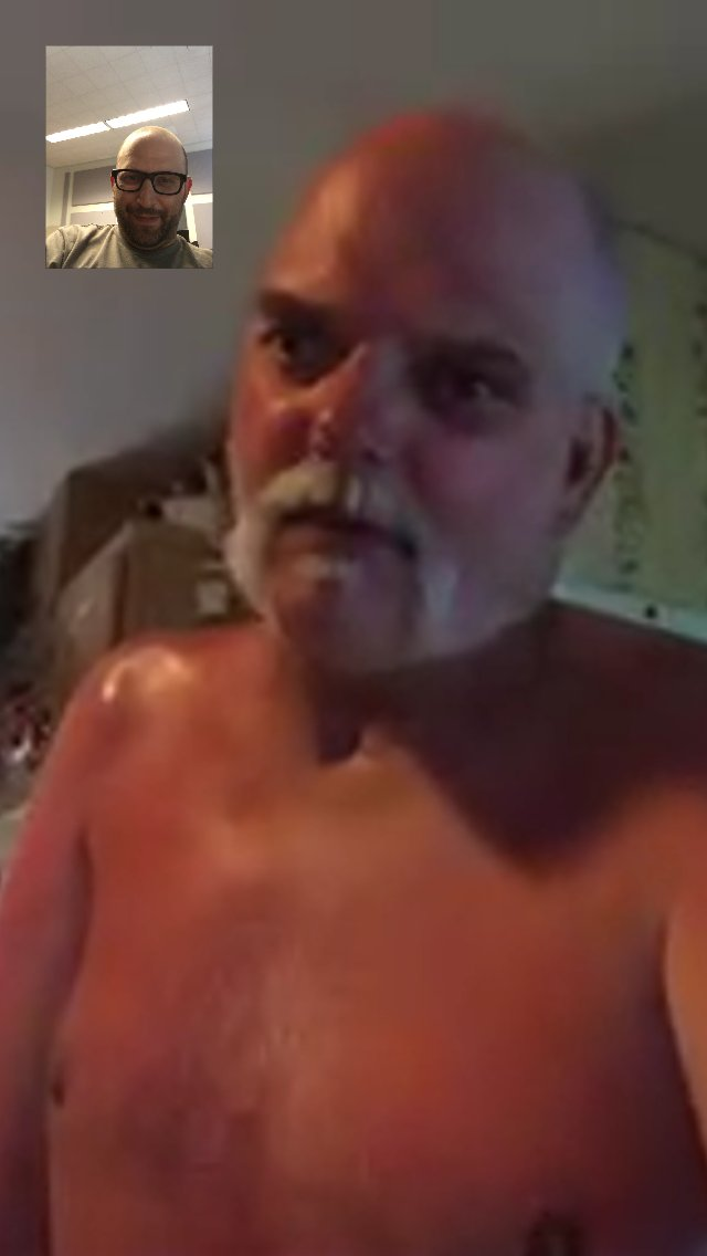 """Take a look at @JefftheDrunk1's """"George Hamilton"""" tan! #WackPack  (Pic: @shalomshuli) https://t.co/3jKZO09DaD"""