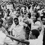 My heart is broken. This isnt the #Zimbabwe promised in 1980 to those that died for freedom #FreeLindaNOW #ThisFlag https://t.co/ONm6WU1Hoi