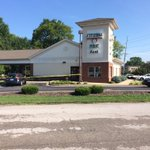 BGPD has more than half a dozen units at Citizens First Bank in Bowling Green after a robbery. https://t.co/RiJZRrd2e6