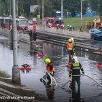 Česko zasáhly silné bouřky. V Praze komplikují dopravu. VIDEO > https://t.co/V3yyUlfSFO #Praha https://t.co/RBXUPLgnDx