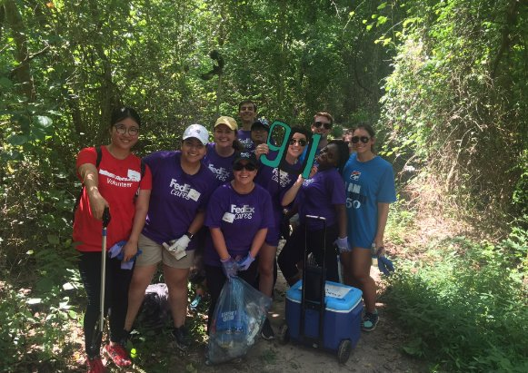 The @FedEx 901nterns took a break from the office to give back to their Memphis community: