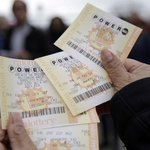 #Powerball jackpot soars to $422M after months without winner. https://t.co/vkUu9bsftF #chsnews https://t.co/10ndLAlWVH