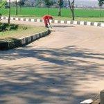 @ridwankamil Giat TimRanum Selasa 26-07 cat kerbJln SMAN 27, bersihkan gulma, sapu jln @DiskominfoBdg @dbmpkotabdg https://t.co/8fFLNbcGgt