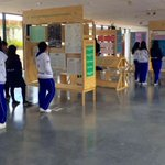 Construimos #paz desde la pedagogía. Hoy Colegio Naciones Unidas de Engativá visita exposición Diálogos de la Habana https://t.co/lRglmXdB72