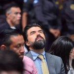 Cuando el Juez Gálvez inició aus argumentos Chevez estaba recién razurado. https://t.co/Yc48bu9LXn