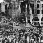 #TBT (1910): Crowds gather around the bombed wreckage of the old @latimes building at 1st & Broadway. https://t.co/LmBnMqNvEE