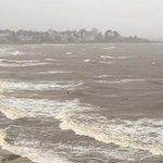 TEMPORAL: Así está la rambla de Montevideo ahora. Vientos de 40 km/h, y subiendo. https://t.co/XU4pzhqblK https://t.co/3r9JdXLMvK