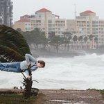Los memes del ciclón. Los vientos tardaron en llegar y los tuiteros se lo tomaron con humor► https://t.co/YoR6fL3qLK https://t.co/ME8JDpbuNZ