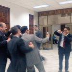 Abogados se divierten mientras esperan a que juez #GálvezDecide si ligar a proceso a sindicados #CooptacionEstadoGT https://t.co/OFX9kABXYh