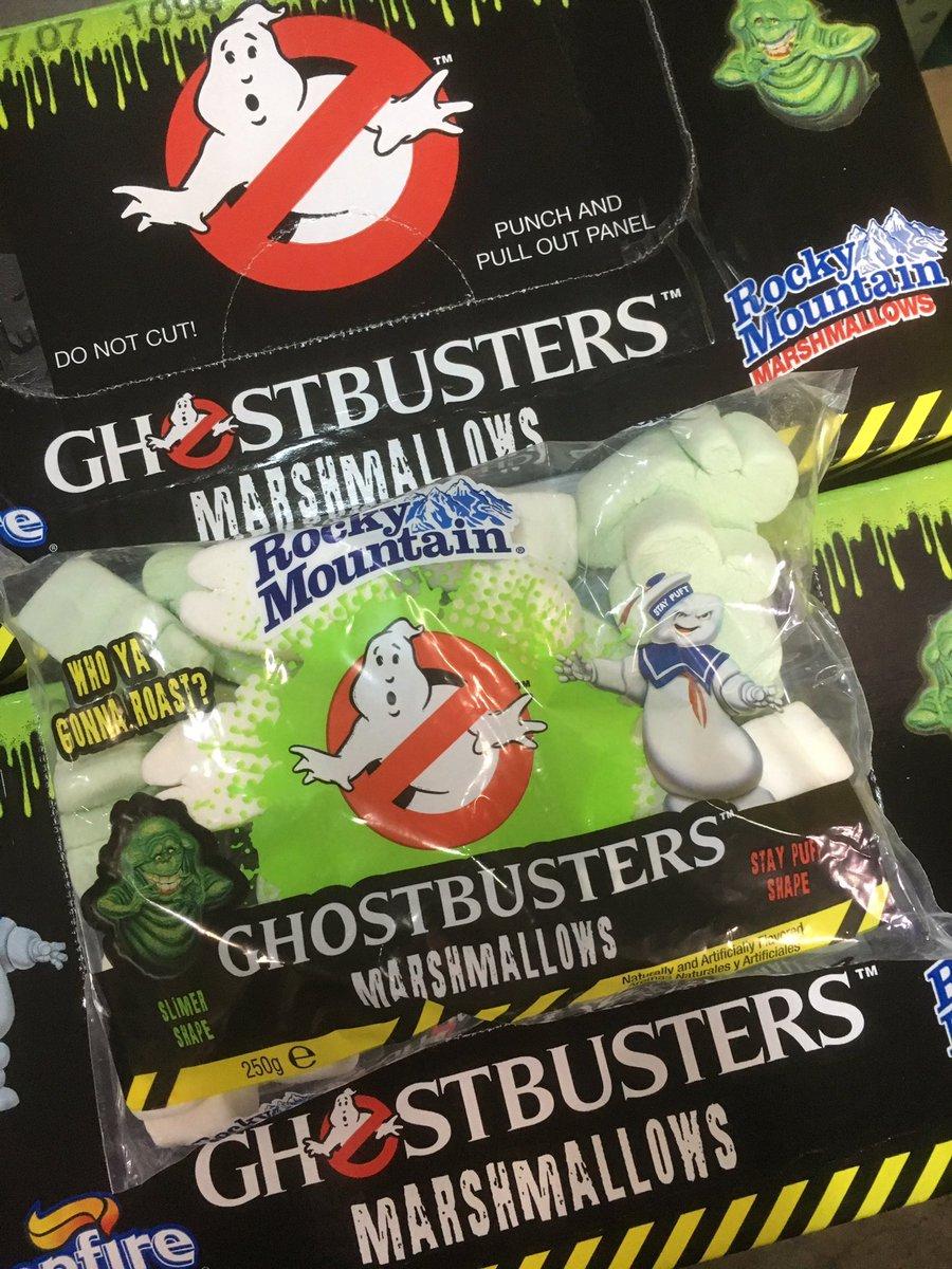 おはようございます。来月中旬に公開される映画「ゴーストバスターズ3」に合わせて、期間限定販売の@Ghostbusters_JPのマシュマロが入荷致しました‼︎白と緑のゴースト型をしています