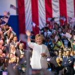 Hillary Clinton es oficialmente la primera mujer en aspirar a la Presidencia de EE.UU. https://t.co/DPwGQmRMg9 https://t.co/QdHOZs6cTP