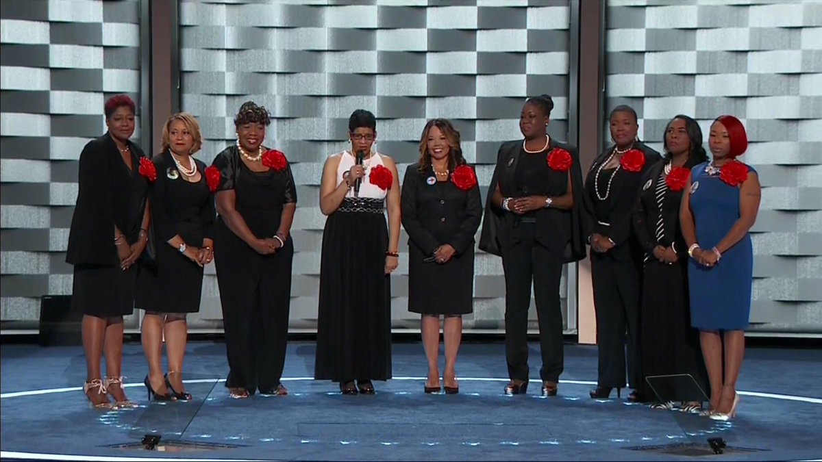 This is a beautiful picture that shouldn't exist. This photograph puts my heart in my throat. #MothersoftheMovement https://t.co/7WBPOWyFCj