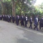 Mawakili wa kujitegema zaidi ya 100 waandamana Arusha kupinga kukamatwa kwa wakili Shilinde Ngalula akiwa kazini. https://t.co/9puvqAftOK