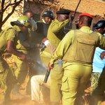 Mahakama Kuu Kanda ya Iringa leo inatarajia kutoa adhabu kwa Askari wa FFU aliyehusika na mauaji ya Daudi Mwangosi. https://t.co/qAMissL09R