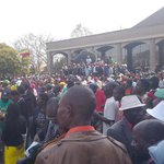 Mood not electric....tense and suspense written on youths faces...dull atmosphere at Zanu PF HQ https://t.co/rTCElo2Hvq