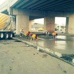 ¡Reconstrucción! Fundición de aceras bajo paso vehicular Inepaca afectado por el pasado terremoto. #MantaSeLevanta https://t.co/yNA5rWIMFD