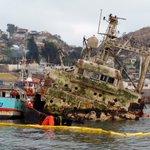 Retiran combustible desde el don Humberto encallado en #Coquimbo, equipo de prensa estuvo a bordo de la nave https://t.co/DJoEaGHyxW
