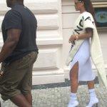 Rihanna just walked past??? Bizarre https://t.co/AajZV8jYmf