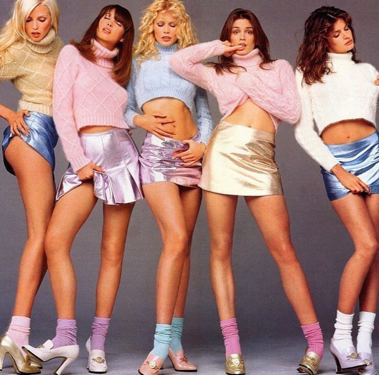 PHOTO OF GIRLS WHO DREAM OF A GUY 90'S OUTFIT